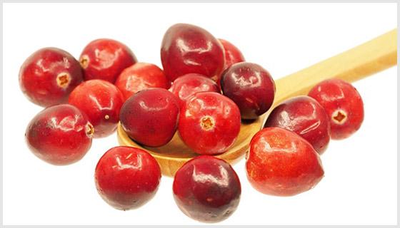 Ложка с ягодами